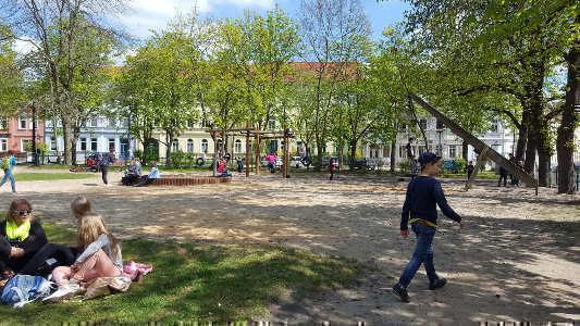 Spielplatzbesuch im Frühjahr